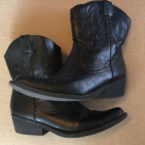 Shoes - Black cowboy style booties